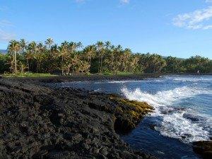 Черный песок пляжа Бибихагуа