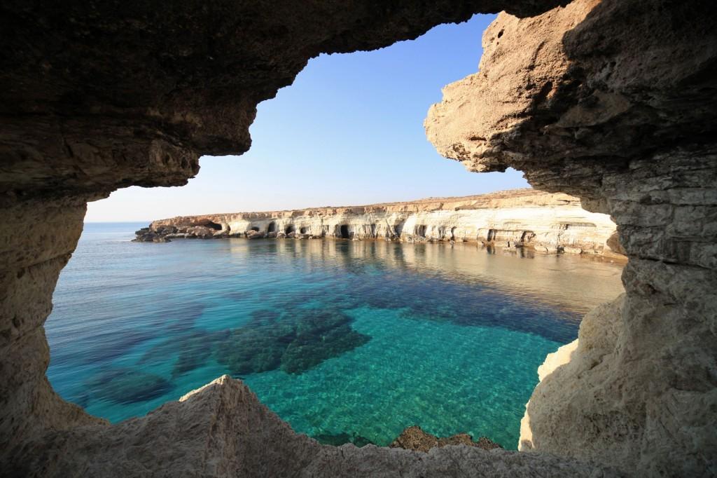 пещерами 3